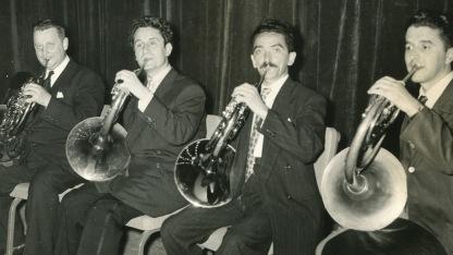Músicos de la Orquesta Sinfónica de Venezuela. Inocente Carreño tocando el corno francés
