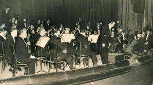 Pedro Antonio Rios Reyna dirigiendo la Orquesta Sinfónica de Venezuela